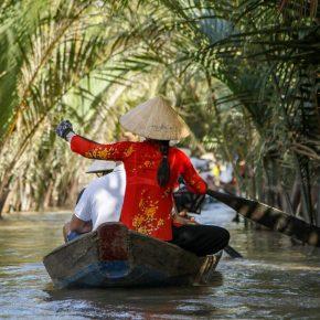 Mekong Nehrinde Adacıklar arasında gezi